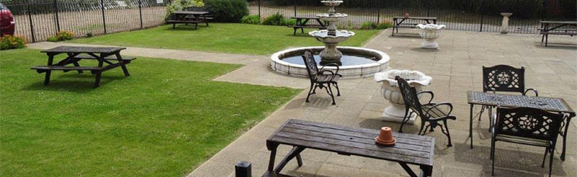 Patio and Garden area of the manor Hotel Mundesley