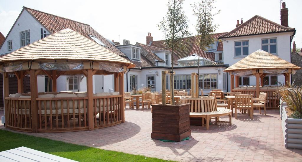 Chequers Inn Courtyard area.jpg