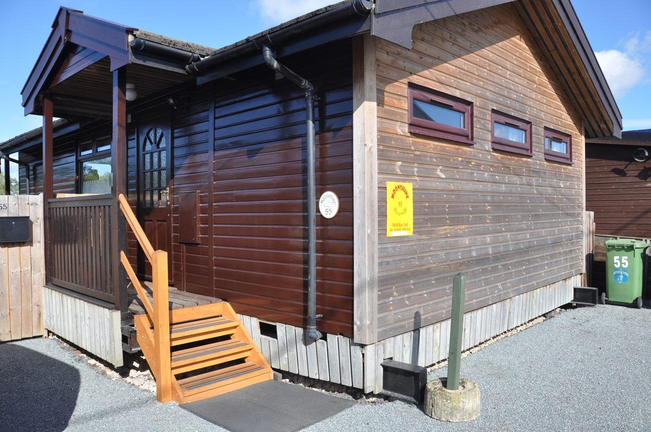 Outside View Of Moonshine Lodge