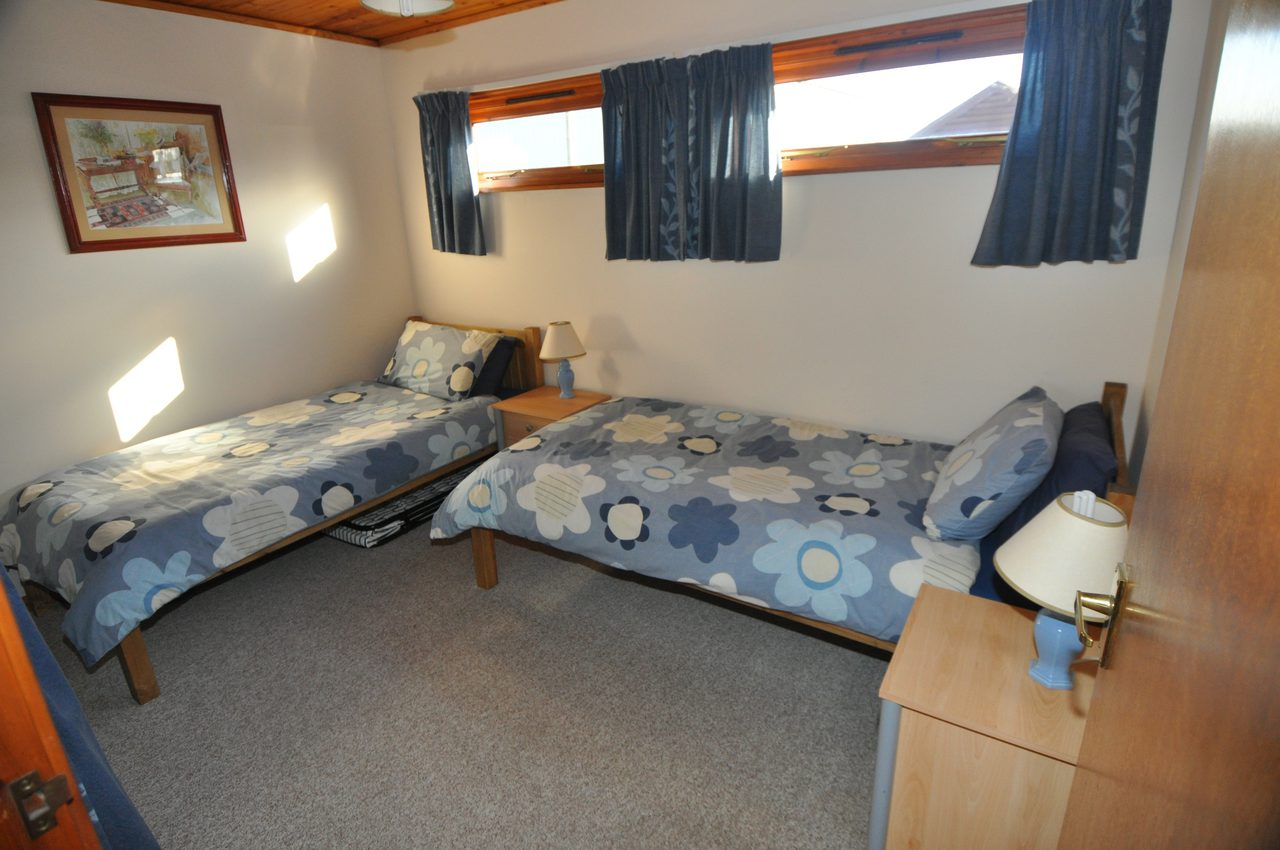 Twin Bedroom At Moonshine Lodge