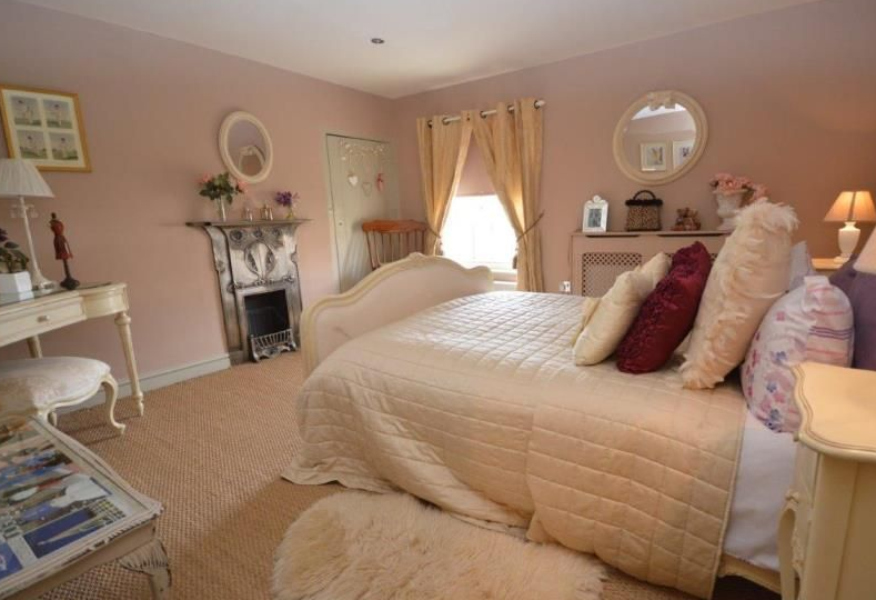 The Bedroom at Sutton Cottage Biurnham Market