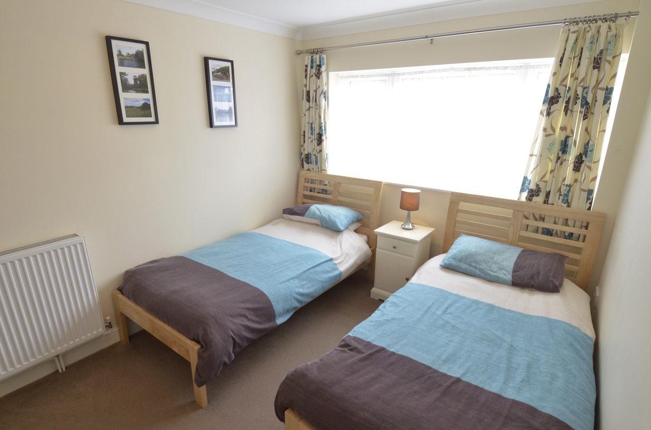 Waterside Twin Bedroom 1