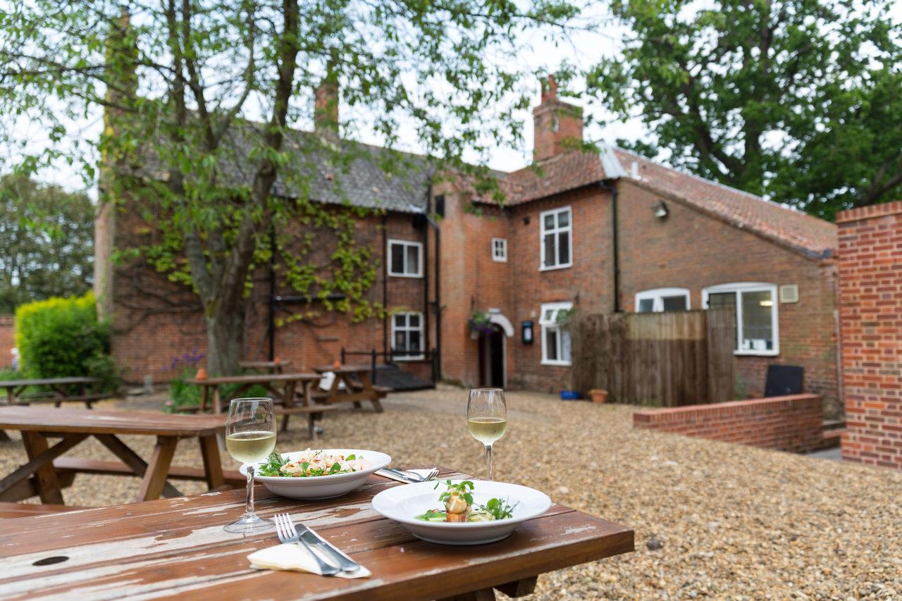 Garden Bucks Arms Courtyard